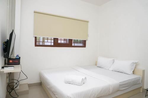 Spacious Attic Studio 2nd Floor at Meruya 8 Puri Kembangan By Travelio, Jakarta Barat
