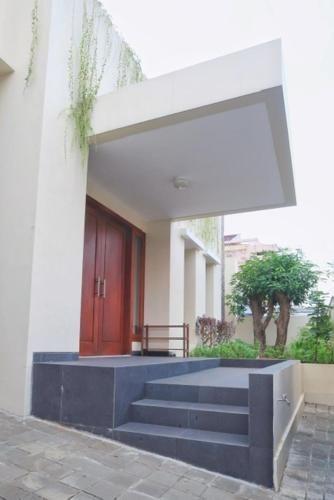 Large & Homey House in Surabaya, Surabaya