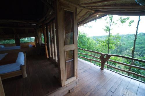 POIN CLIFFS & TREE HOUSE, Banyuwangi