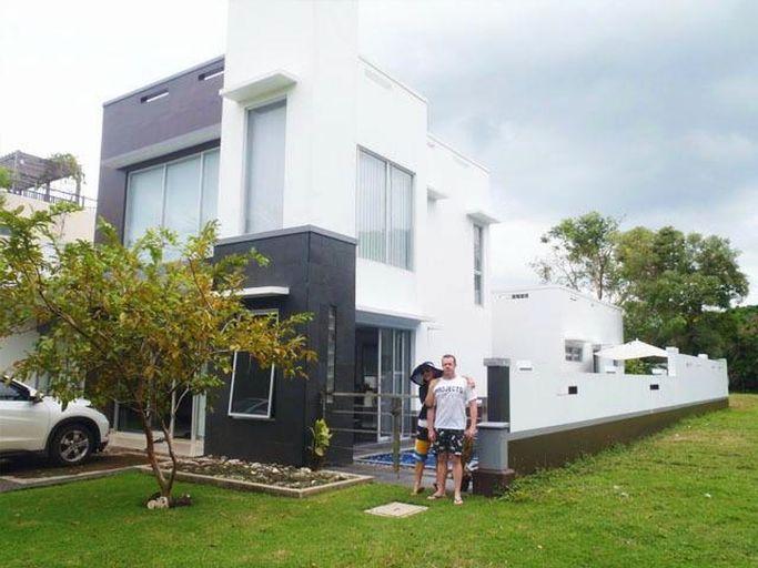 Villa Kaca Tanjung Lesung, Pandeglang