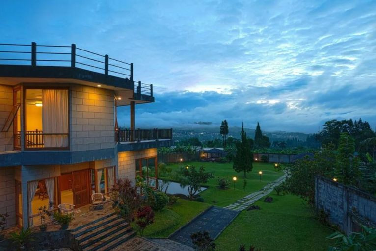 Land of Tranquil Light - Luxury Villa In Puncak, Bogor