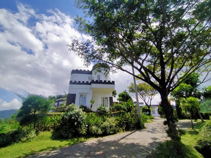 Villa Castle Aira, Malang