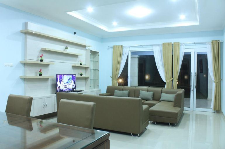 Villa Dlima Kembar 1 5BR-20Pax, Bogor