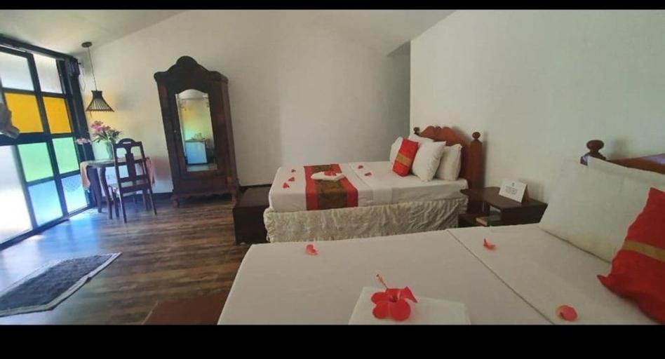 RedDoorz Plus @ Evangeline Beach Resort, Pagudpud