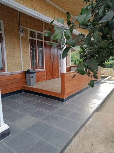 Mini Villa NES Ciwidey 8-Person, Bandung