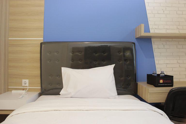 Pleasant Studio Semi Apartment at The Lodge Paskal near BINUS University By Travelio, Bandung