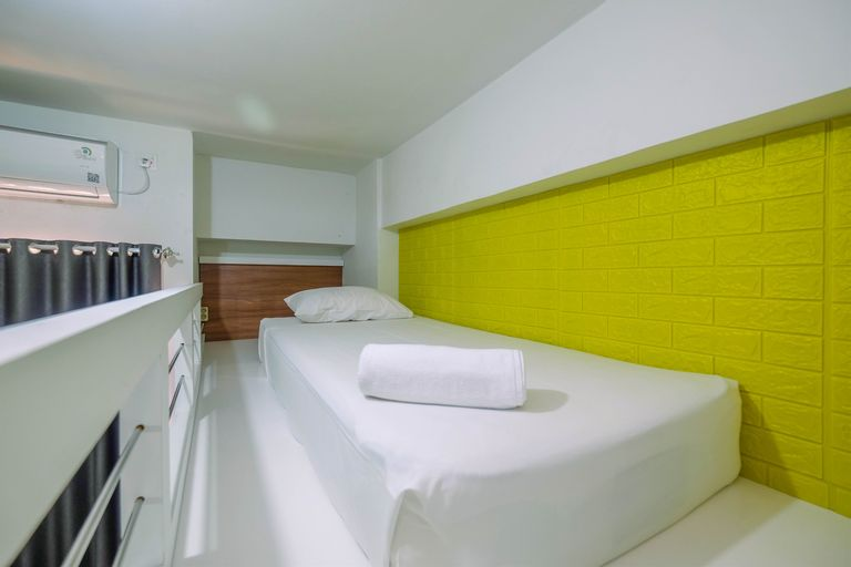 Comfort Studio with Bunk Bed at Dave Apartment By Travelio, Depok