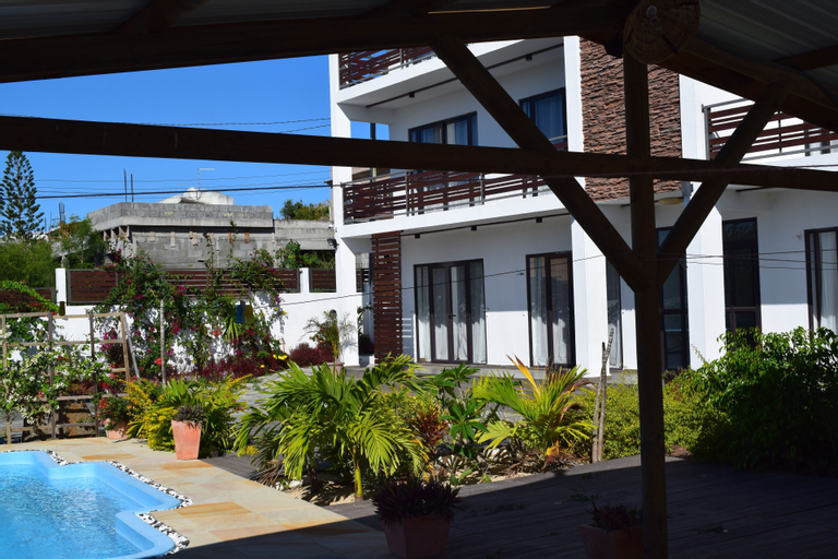 Roi Holiday Stay,