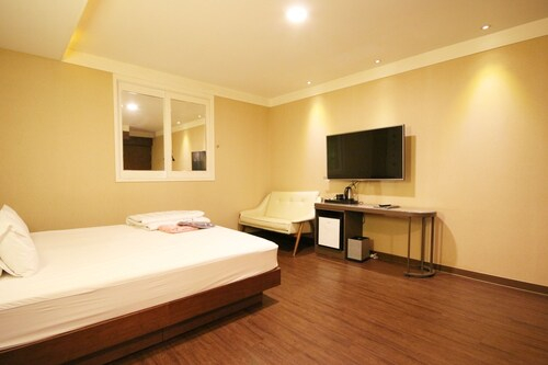 Hotel O'my, Yeonje