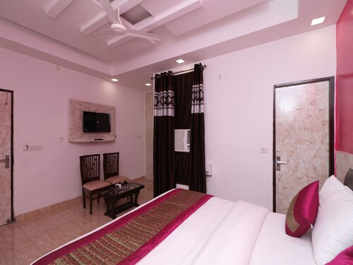 OYO 12191 Hotel Airlift, West