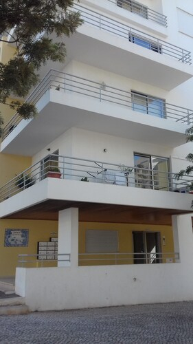 Beautiful two bedroom by Rental4all, Portimão