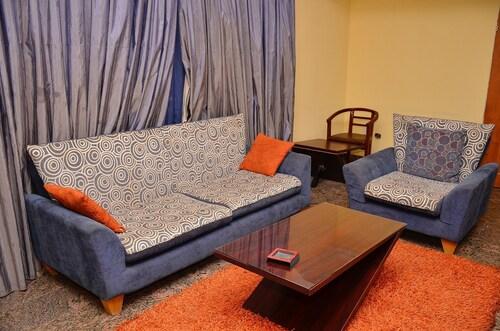 Yanna Lodge, Kaduna North