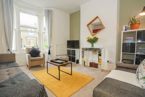 Super 2 bed flat in Greenwich, London