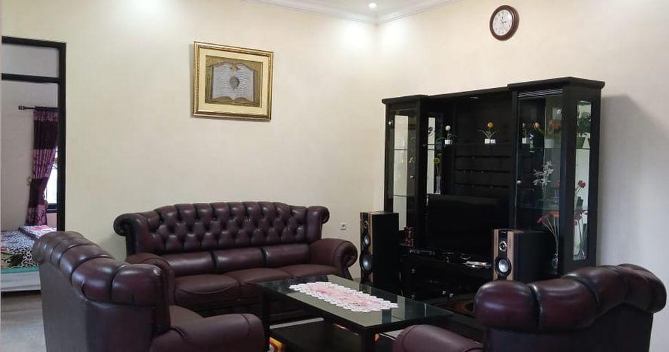 Villa Kayu Puncak 4-Bedroom, Bogor