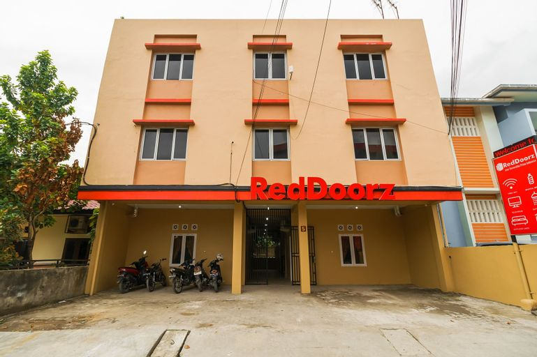 RedDoorz near Universitas Prima Indonesia, Medan