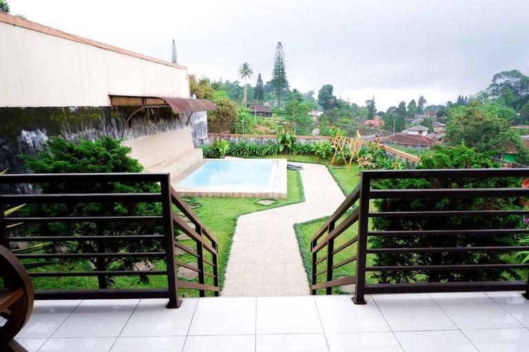 Villa D'Mona Puncak with Private Pool, Bogor