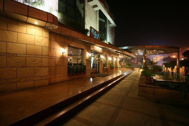 City Park Hotel, West