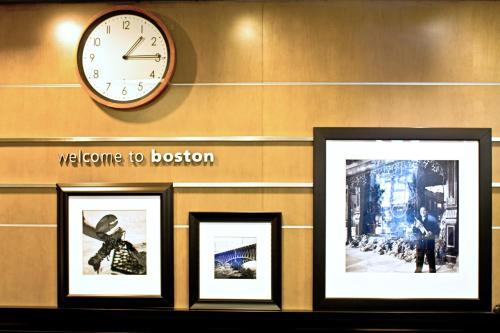 Hampton Inn & Suites Boston Crosstown Center, Suffolk