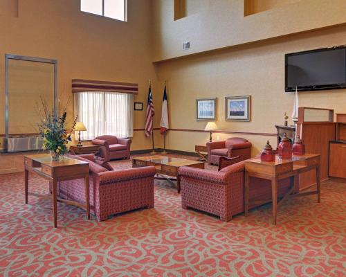 Quality Suites Near Cedar Creek Lake, Kaufman