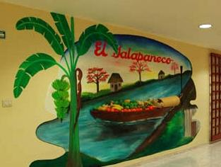 Tabasco Inn, Centro
