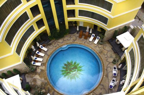 Four Seasons Place Hotel, Pattaya