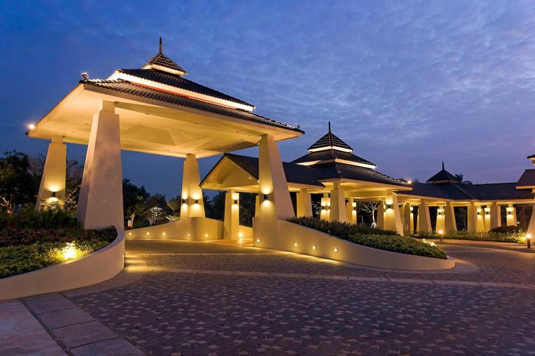 Novotel Chumphon Beach Resort and Golf, Muang Chumphon