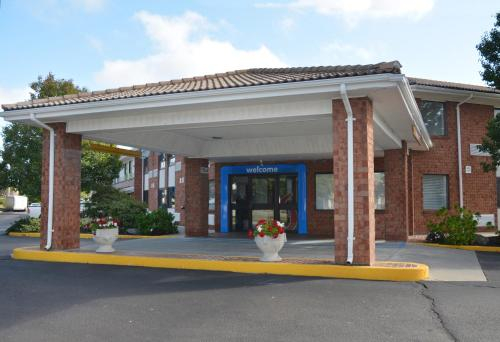 Motel 6-Newport, RI, Newport