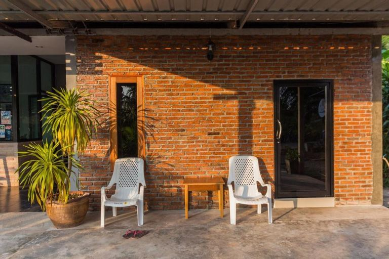 Koh Jum Hostel, Nua Khlong