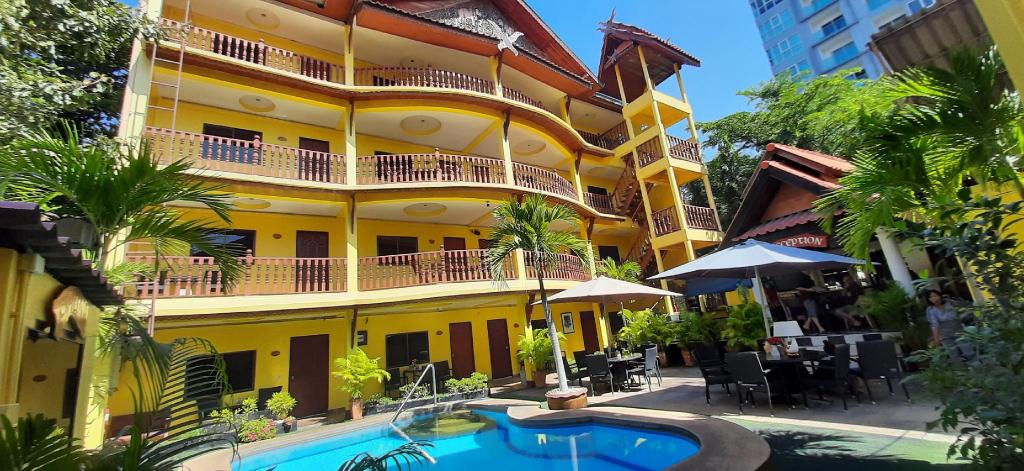Phratamnak Inn, Pattaya