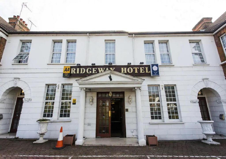 OYO Ridgeway Hotel, London