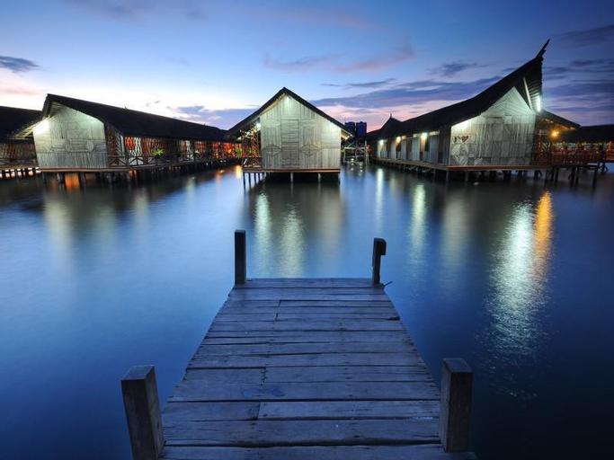 Dragon Inn Floating Resort, Semporna