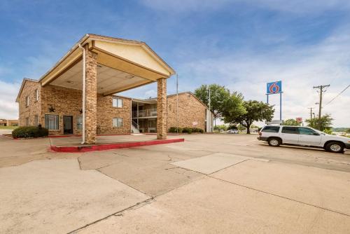 Motel 6 Red Oak, Ellis