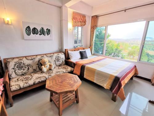 Baan Sook Aroon Khao Kho, Khao Kho