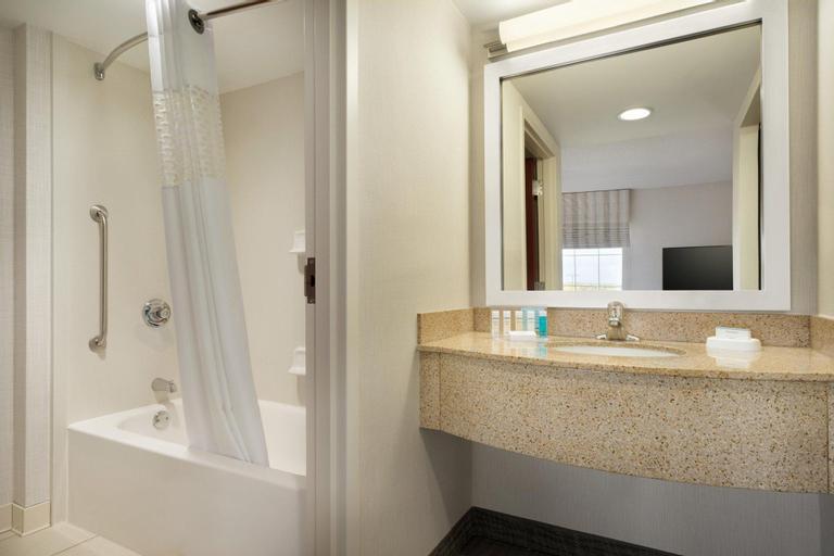 Hampton Inn and Suites Newport Middletown, Newport