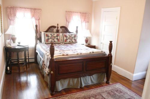 The Coolidge Corner Guest House: A Brookline Bed and Breakfast, Norfolk