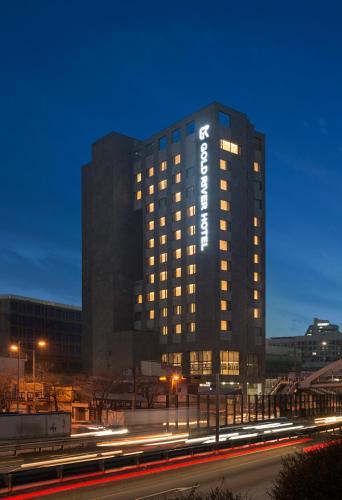 GoldRiver Hotel, Guro