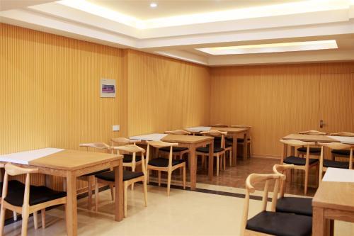 GreenTree Inn Nantong Zhangzhishan Town Deli Plaza Express Hotel, Nantong