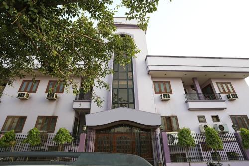 OYO 15398 The Grand Avenue Hotel, Aligarh
