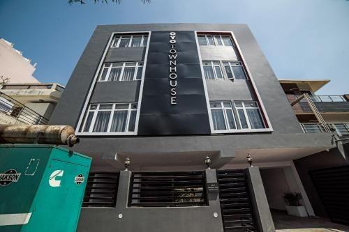 OYO Townhouse 086 Pankha Road, West