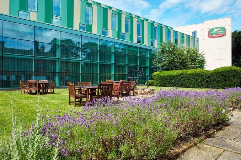 Courtyard by Marriott London Gatwick Airport, Surrey