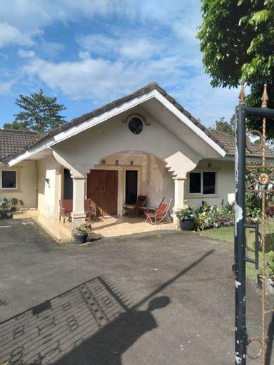 Villa Aashirwad 5BR 15Pax, Bogor