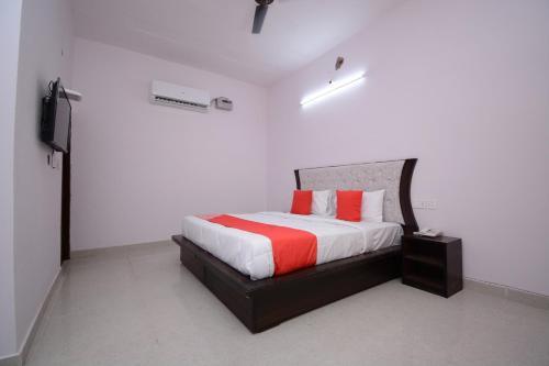 OYO 30898 Hotel KDM, Sahibzada Ajit Singh Nagar