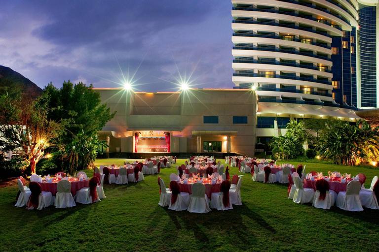 Le Méridien Al Aqah Beach Resort,