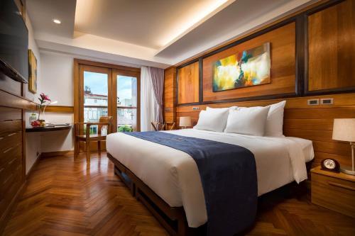 Hai Bay Hotel & Restaurant, Hoàn Kiếm