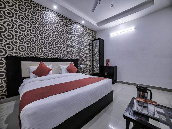 OYO 13637 Crown Residency, Faridabad