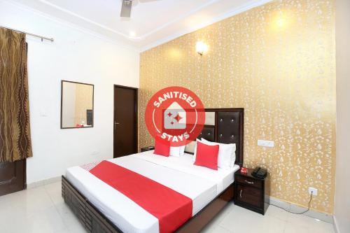 OYO 13102 Hotel Adarsh, Chandigarh