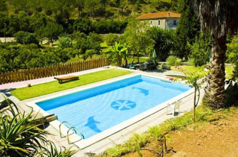 House With 2 Bedrooms in Porto de Mós, With Wonderful Mountain View, Shared Pool, Furnished Balcony - 30 km From the Beach, Porto de Mós