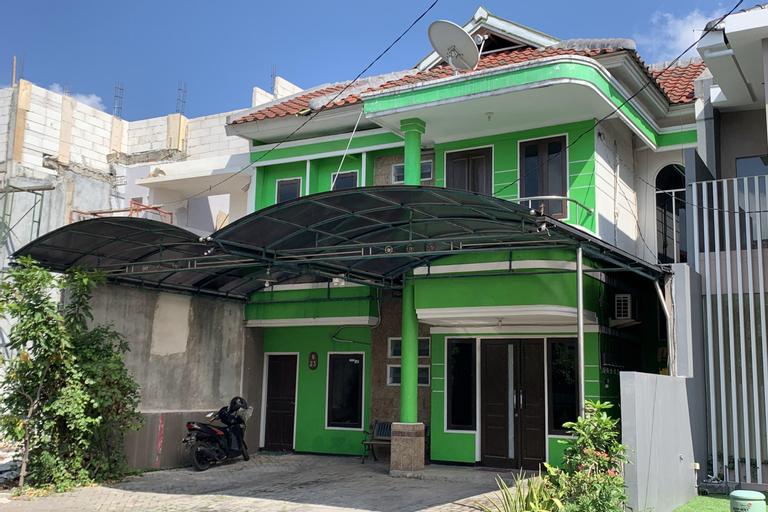 OYO 90427 Greenhouse Homestay Syariah, Sidoarjo