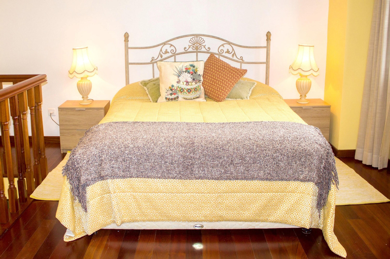 House With 2 Bedrooms in Camacha, With Wonderful Mountain View, Furnished Garden and Wifi - 12 km From the Beach, Santa Cruz