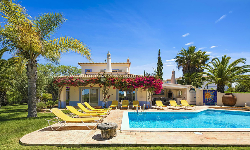 Villa With 4 Bedrooms in Carvoeiro, With Wonderful Mountain View, Private Pool, Enclosed Garden - 2 km From the Beach, Lagoa
